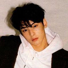 Cute Korean, Korean Men, Asian Actors, Korean Actors, Pretty Boys, Cute Boys, Cha Eunwoo Astro, Lee Dong Min, Boyfriend Pictures