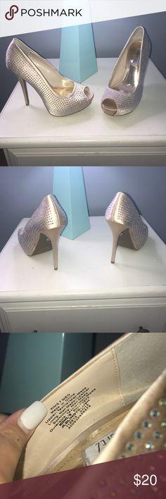Jennifer Lopez Heels JLo / Heels 👠 / ALL Sparkles ✨ / Cream 🐕 / Gently Worn / Tiny Mark On Heel (pictured!) Jennifer Lopez Shoes Heels