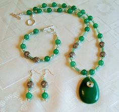green aventurine - Jewelry creation by Chris Donofrio Green Aventurine, Beaded Necklaces, Jewelry Making, Jewels, Beads, Pendant, Earrings, Silver, Beading