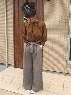 ここ何日か涼しいですね。 秋色コーデです。 ワイドパンツは写真だとグレーっぽく見える?感じですが、ブ