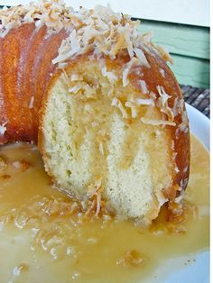 Bahamian Rum Cake Bahamian Rum Soaked Coconut Cake: Coconut Rum Syrup ¾ c canned coconut milk 6 Tbsp sugar ½ c dark rum In a medium saucepan over medium heat, warm the coconut milk, and the sugar, stirring until the sugar dissolves. Just Desserts, Delicious Desserts, Yummy Food, Bunt Cakes, Cupcake Cakes, Bahamian Food, Cake Recipes, Dessert Recipes, Caribbean Recipes