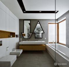 Oryginalna łazienka z wanną i prysznicem - HOLA DESIGN - HomeSquare