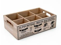 Caja de madera para guardar cinturones. Ordenar cinturones será más fácil con esta original caja de estilo vintage. www.tatamba.com Wood Scraps, Wooden Christmas Trees, Diy Store, Box Packaging, Wood Design, Pallet Projects, Tool Box, Crates, Decorative Boxes