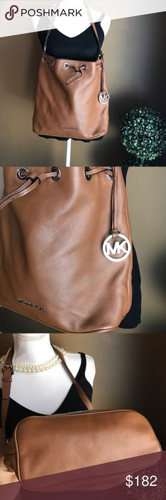 SALE❗️Authentic Michael Kors Leather Purse Authentic Michael Kors Leather Purse! New condition!! carried once! ❤ Michael Kors Bags Shoulder Bags