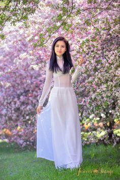 Sammy | by sangphotography Vietnamese Clothing, Vietnamese Dress, Vietnamese Traditional Dress, Traditional Dresses, Sexy Asian Girls, Asian Ladies, Beautiful Asian Women, Ao Dai, White Girls