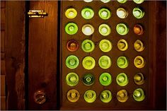 recycled bottles make a stained glass door. Recycled Door, Recycled House, Recycled Materials, Recycled Crafts, Old Wine Bottles, Recycled Glass Bottles, Bottle House, Nachhaltiges Design, Design Ideas