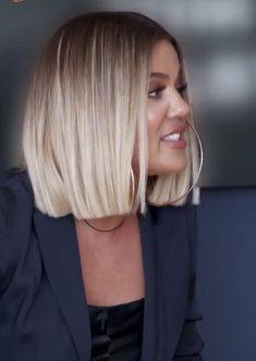 Thin hair haircuts Haircut Bob Khloe Kardashian 67 Ideas Why So Many People Are Identity Theft Victi Medium Hair Cuts, Medium Hair Styles, Short Hair Styles, Khloe Kardashian Hair Short, Kardashian Hairstyles, Pretty Hairstyles, Bob Hairstyles, Thin Hair Haircuts, Blunt Bob Haircuts