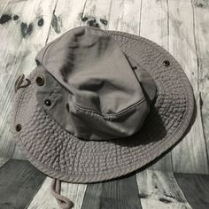 29cd2368e91 NEWHATTAN Hiking Sun Cap Hat Tan Khaki Men s Large XL Active Outdoor   fashion  clothing