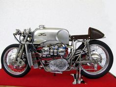 The Moto Guzzi 500 is one of the most extraordinary bikes of the … – About Cafe Racers Motorcycle Engine, Cafe Racer Motorcycle, Vintage Bikes, Vintage Motorcycles, Road Racer Bike, Miniatur Motor, Moto Guzzi Motorcycles, Old Bikes, Vintage Racing