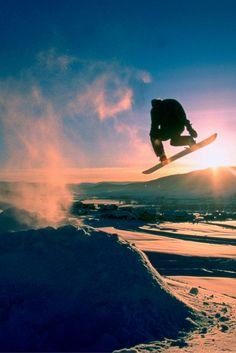 Située à une courte distance en voiture de Denver, Vail, dans l'État du Colorado, est l'une des stations de ski les plus importantes au monde occupant une seule montagne, avec plus de 2 000 hectares de terrain skiable et ses légendaires « back bowls ».