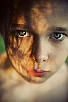 Eye-catching Portraits by Caitlin Worthington. This child has the appearance of a child who has already developed some mistrust of people. she has a slight smile, but has mild fear or intrepidation in her eyes.
