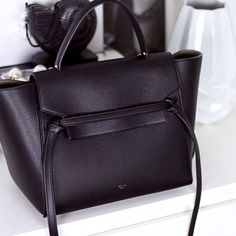 Simple black & chic | @grabyourbagsnl