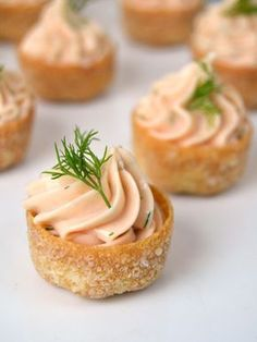 Tartaletas de mousse de salmón, receta de aperitivo fácil.