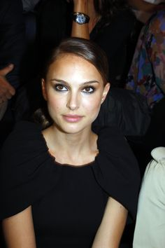 Natalie Portman attends the Giambattista Valli Show during Paris Fashion Week at Espace Eiffel in Paris, France (October 2nd 2008)