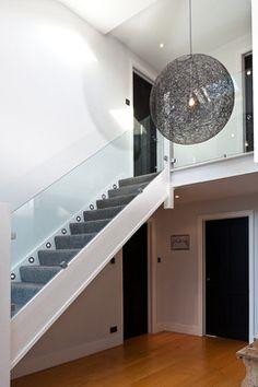 Led stair lighting - 30 modern and original ideas - lighting Design Hall, Flur Design, Plafond Design, White Staircase, Modern Staircase, Staircase Design, Led Stair Lights, Stair Lighting, Lighting Design
