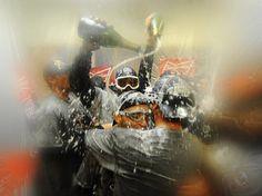 Zu Null! Nach dem 4:0 in der World Series und damit dem Gewinn der amerikanischen Baseball-Meisterschaft ließen es die Profis der San Francisco Giants in der Kabine mit Champagner ordentlich krachen. Die Kalifornier gewannen das vierte Spiel bei den Detroit Tigers mit 4:3. (Foto: Larry W. Smith/dpa)