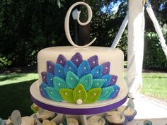 peacock wedding cake... I actually really like this for a bday cake, and would do any colors, not necessarily peacock. I'd do this 3 times around the whole cake though for a pretty design
