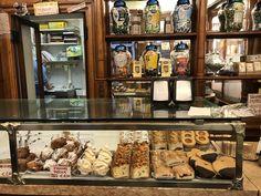 10x Koffiedrinken in Venetië Liquor Cabinet, Storage, Furniture, Home Decor, Porches, Purse Storage, Decoration Home, Room Decor, Larger