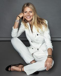 Actress Gwyneth Paltrow lands the January 2017 cover story from ELLE Spain. Kicking off the New Year, Gwyneth poses for Xavi Gordo Artist Management) in the… Gwyneth Paltrow, Trajes Business Casual, Boss Suits, Elle Spain, Business Portrait, Business Headshots, Looks Street Style, Elegantes Outfit, Business Outfit