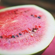 Jessie (@curingvision) • Instagram   What is your morning breakfast routine?  🍉💚 If you need some breakfast ideas to mix it up, I made a list of 5 different ideas that will follow you through the seasons. Watermelon Benefits, Grilled Watermelon, Watermelon Slices, Watermelon Festival, Sweet Watermelon, Watermelon Sorbet, Eating Watermelon, Watermelon Recipes, Weight Loss Tea