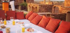 A heart-stirring beautiful breakfast in a desert fort at sunrise https://instagram.com/p/6eUMNZzA8k/  @suryagarh you're wonderful