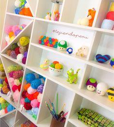 Mueble estante para guardar nuestros tejidos a crochet, dos agujas, amigurumi, etc... lo amamos