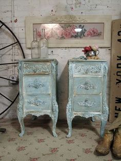 Adding That Perfect Gray Shabby Chic Furniture To Complete Your Interior Look from Shabby Chic Home interiors. Shabby Chic Style, Vintage Shabby Chic, Shabby Chic Homes, Shabby Chic Decor, Vintage Decor, Vintage Clocks, Rustic Decor, Painted Cottage, Shabby Cottage