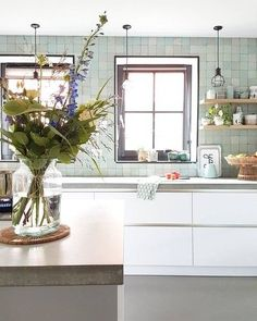 Kitchen Decor Ideas Decoration is extremely important for your home. Whether you choose the Kitchen Wall Decor Ideas or Kitchen Color Ideas For Walls, you will make the best Kitchen Decor Ideas Apartment for your own life. New Kitchen, Kitchen Interior, Kitchen Design, Kitchen Decor, Home Living, Natural Living, Dining Room Table, Home Kitchens, Kitchens