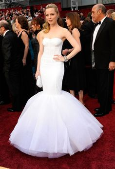 Melissa George at the 2009 Oscars - The Most Daring Oscar Dresses - Photos Semi Formal Dresses, Dressy Dresses, White Wedding Dresses, Nice Dresses, Oscar Dresses, Evening Dresses, Fiber Optic Dress, Melissa George, Old Hollywood Glam