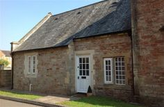 2 Bedroom Cottage in Wells to rent from £356 pw, within 15 mins walk of a Golf course. Also with TV and DVD.