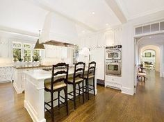 Summer vacay home in the Hamptons? Why not ;)