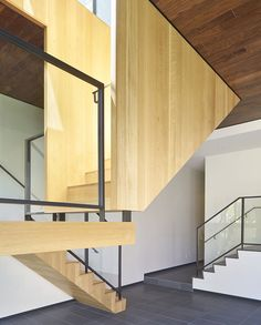 Schwartz and Architecture have recently finished Street Residence, a single-family house in San Francisco. Residential Interior Design, Residential Architecture, Home Interior Design, Space Architecture, Architecture Details, Hillside House, San Francisco Houses, Stair Handrail, Construction