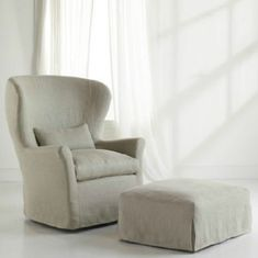 {Round-up of Nursery Gliders} Be sure to choose the perfect glider or chair for your nursery! You will spend many hours in it. Recycled Furniture, Kids Furniture, Bedroom Chair, Nursery Chairs, Kids Bedroom, Modern Room, Nursery Modern, Baby Room, Couches