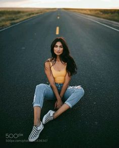Gorgeous Outdoor Style Portrait Photography Ideas - Photography, Landscape photography, Photography tips Portrait Photography Poses, Fashion Photography Poses, Tumblr Photography, Photography Tips, Photography Portfolio, Photography Lighting, Fitness Photography, Outdoor Photography, Photography Music