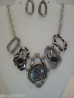 NEW! BEAUTIFUL DESIGNER INSPIREDZEBRA / STONE PRINT NECKLACE AND EARRING SET.  REALLY PRETTY SET!!  PLEASE ALSO CHECK OUT THE MATCHING BRACELET!!