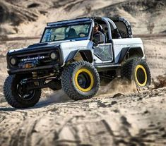 Ford Bronco playing in the sand! Old Ford Trucks, Jeep Truck, Cool Trucks, Pickup Trucks, Lifted Trucks, Diesel Trucks, Bronco Truck, Lifted Ford, Classic Bronco