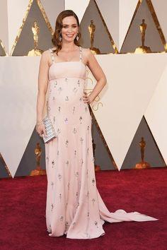 Emily Blunt en robe Prada à la cérémonie des Oscars 2016: