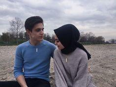 Cute Muslim Couples, Cute Couples, Family Goals, Couple Goals, Beautiful Muslim Women, Ulzzang Couple, Mode Hijab, Hijab Outfit, Couple Posing