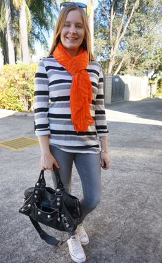 Monochrome Skinny Jeans Outfits With Converse and Scarves from Fashion Scarf Girl Outfits With Converse, Jean Outfits, White Chucks, Scarf Styles, Blue Jeans, Monochrome, Personal Style, Skinny Jeans, Bright