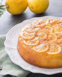 La torta rovesciata al limone è un dolce goloso e aromatico, caratterizzato dalla frutta caramellata in superficie che lo rende molto scenografico. Arabic Food, Grapefruit, Cantaloupe, Desserts, Biscotti, 3, Cakes, Sweets, Arabian Food