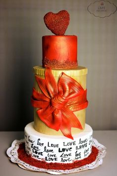 The Gift of love - Cake by Maaria