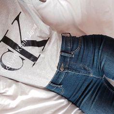 White Calvin Klein CK t-shirt, high rise jeans