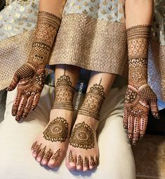 We are hereby, providing you with some of the most beautiful bridal mehndi designs that are too good to ignore.