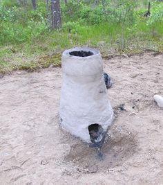 Savesta tehdyn piippu-uunin lisäksi kivikauden kylään on rakennettu rautakauden alun laatikkouuni.  Oulu (Finland)