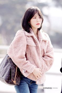 Check out Black Velvet @ Iomoio Seulgi, Wendy Red Velvet, Black Velvet, Kpop Fashion, Womens Fashion, Airport Fashion, Velvet Shorts, Velvet Fashion, Pink Jacket
