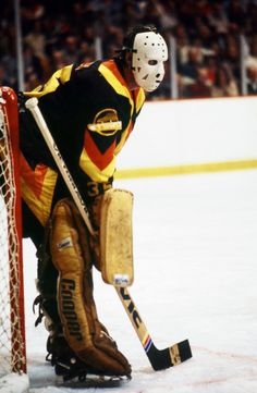 The Morning Skate, July Awesome vintage Canucks photos, because it's almost hockey season (must be) Hockey Gear, Hockey Goalie, Hockey Games, Hockey Players, Hockey Stuff, Canada Hockey, Hockey Season, Goalie Mask, Vancouver Canucks