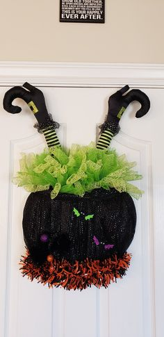 Cauldron wreath by Candice Halloween Mesh Wreaths, Christmas Mesh Wreaths, Diy Halloween Decorations, Easy Halloween, Holidays Halloween, Halloween Crafts, Halloween Witches, Halloween Party, Thanksgiving Mesh Wreath