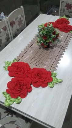 "diy_crafts- ""This post was discovered by Vâ"" Crochet Doily Rug, Crochet Bedspread, Crochet Potholders, Crochet Flower Patterns, Crochet Home, Crochet Flowers, Crochet Diagram, Crochet Chart, Table Centerpieces"