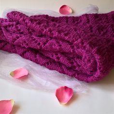 03b1e140f78 Mohérový šátek v barvě cyklámen fialová elegantní šátek fuchsiová vínová  šál pléd krajkový cyklámová dírkovaný purpurová