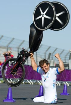 YES!! Alex Zanardi has won Gold